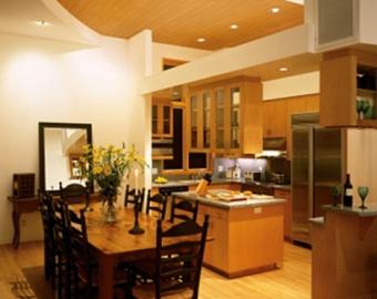 цветной натяжной потолок на кухне фото