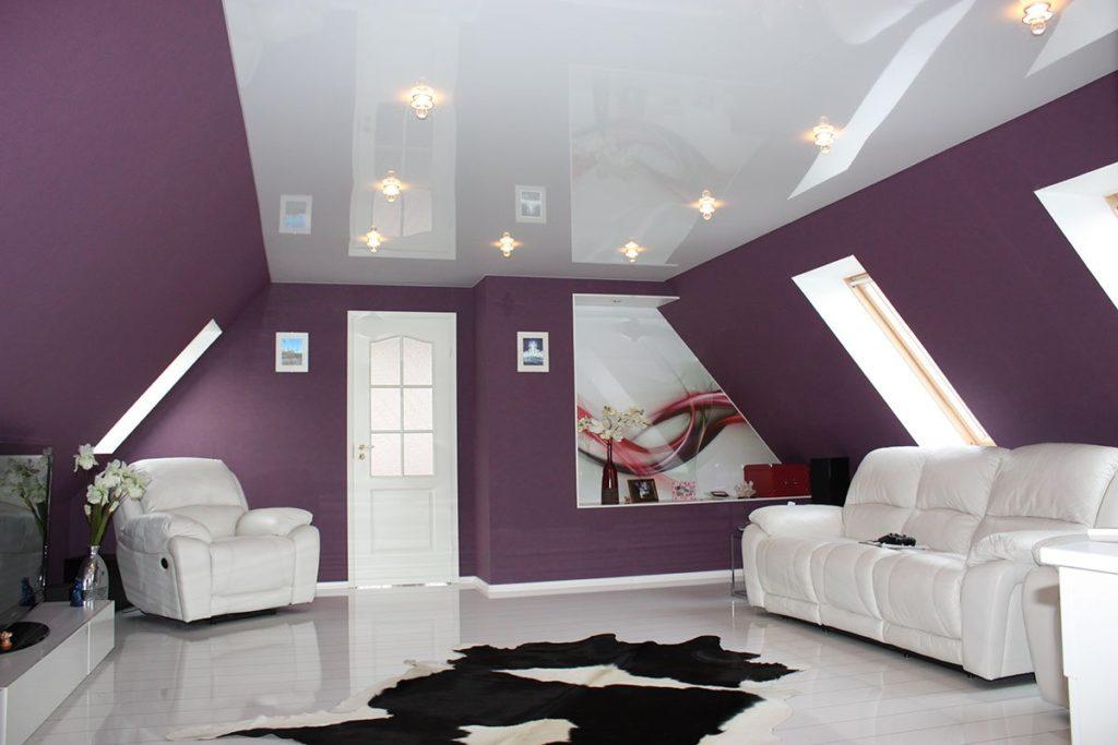 натяжной-потолок-в-гостиную-1024x683
